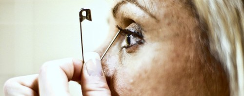 Photo from Wall Street Journal story on Mascara Fanatics and volume seekers