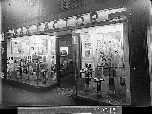 Max Factor cosmetics, Her Majesty's Arcade, Sydney (taken for M.G.M.), c. 1941, by Sam Hood